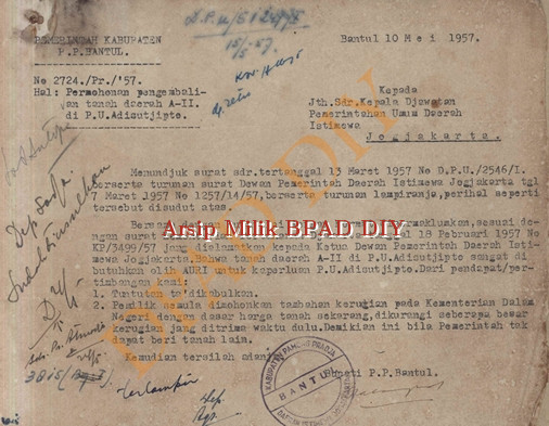 Surat Pemerintah Kabupaten No.2724/Pr/57 tanggal 10 Mei 1957 tentang permohonan pengembalian tanah Daerah A II di PU Adi Sucipto kepada kepala Jawatan Pemerintahan Umum DIY.