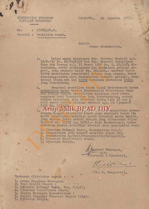 Surat Kementerian keuangan RI No.158641/G.T, tanggal 25 Agustus 1957 kepada semua kementerian tentang pelaksanaan pembelian tanah lingkungan kementrian.