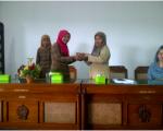 Pemberian Kenang-kenagan oleh SMK Nurul Ilmi Tasikmalaya kepada BPAD DIY